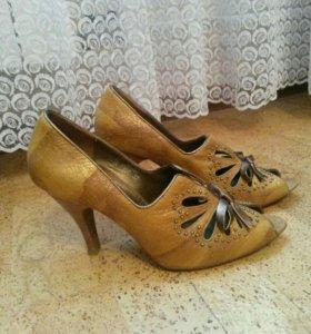 Кожаные туфли с открытым носом