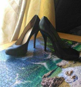 Черные кожаные туфли 40 размер