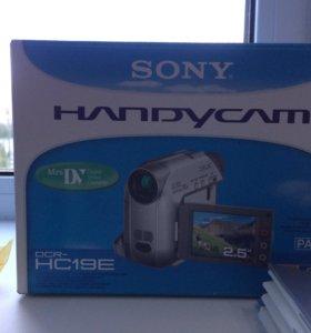 Камера Sony Handycam dcr-hc19e pal