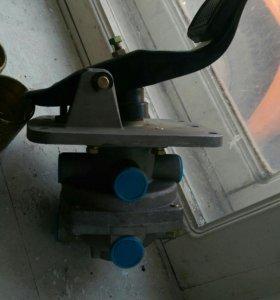Тормозной кран в сборе педалью!