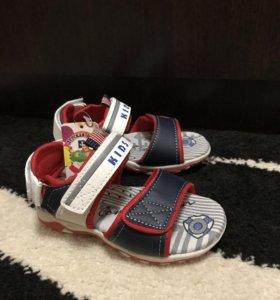 Новые детские сандалии (босоножки )