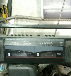 Радио-кассетный магнитофон