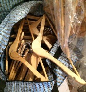 Деревянные вешалки для одежды (новые)