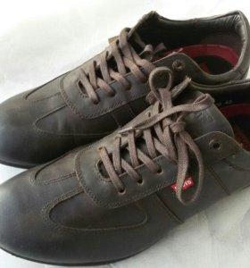 Новые кроссовки LEVI's