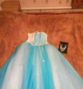 Продаются платья,голубое-3000,белое-5000