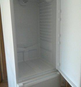 Продам холодильник аристон, требуется ремонт.