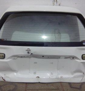 Задняя дверь багажника от Nissan