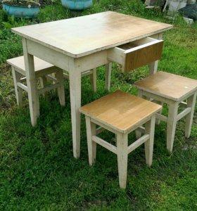 Комплект табуретов со столом