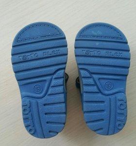 Детские сандалии Totto