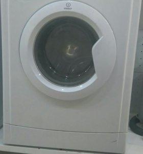 Узкая стиральная машина Indesit wiue10