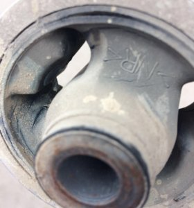 Задняя опора двигателя Мазда