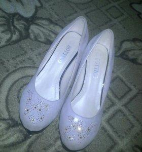 Продаются туфли, почти новые, носили 2 раза.