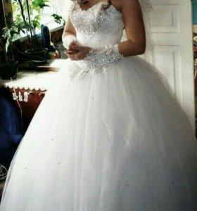 Свадебное платье+ перчатки+колье