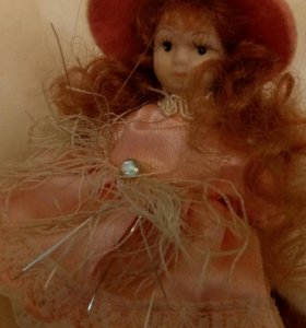 Фарфоровая кукла дюймовочка