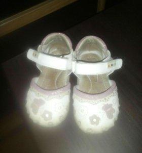 Продаю сандалии для девочки