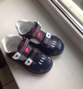 Босоножки(сандалии) р-р24