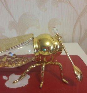 Пчела под мед