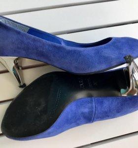 Изумительного цвета туфли
