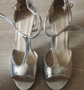 Туфли красивые с открытым носом серебряные