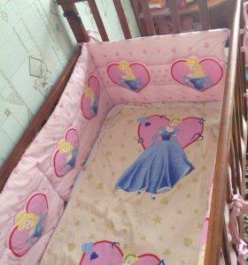 Детская кроватка,с бортиками и матрасом