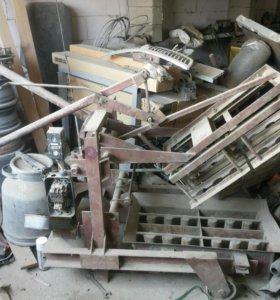 Станок для производства шлакоблоков.