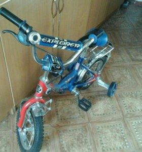 Детский велосипед и кроватка для младенца