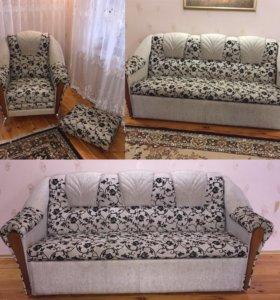 Диван,2 кресла и 2 пуфика.