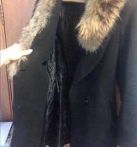 Пальто зимнее , мех енот.