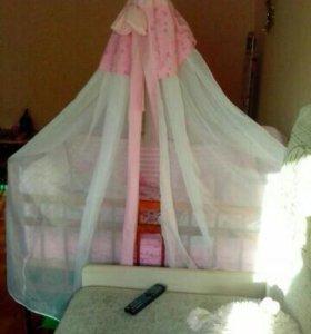 Кроватка,матрас,комплект в кровать и карусель