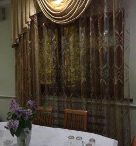 Кухонный гарнитур, стол, шторы