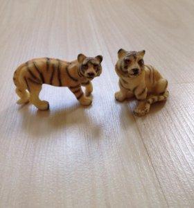 Фигурки тигров