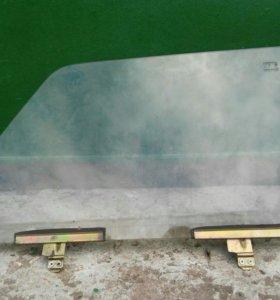 Переднее правое стекло ВАЗ 2105