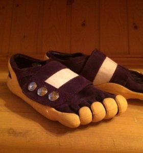 Кроссовки с пальцами  р 35