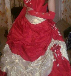 Выпускное платье,верх карсет,низ пышная юбка,одето