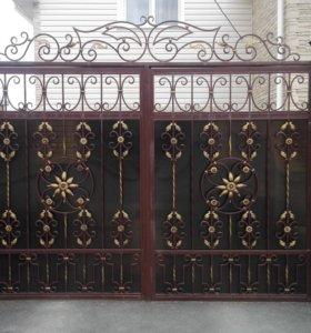 Ворота, калитка с коваными элементами.