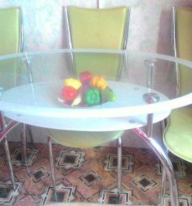 Стеклянный кухонный стол и стулья