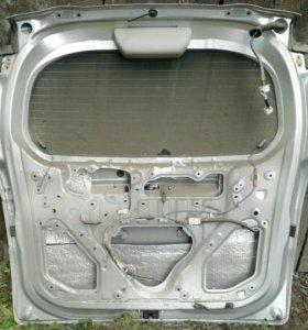 Дверь багажника на Toyota Ractis NCP100