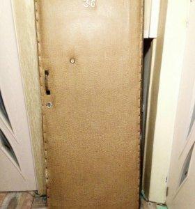 Дверь входная  массив дерева