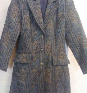 Женское пальто-жакет