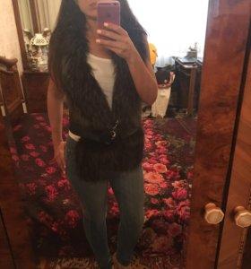 Кожаная жилетка с мехом из чернобурки