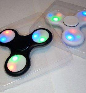 Fidget spinner очень ярко светиться. третий даром