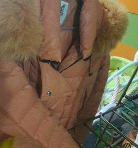 Зимняя куртка в хорош состоянии. Цвет оранжевый.