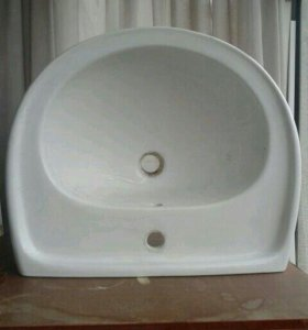 Раковина на подставке в ванную комнату