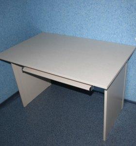 Письменный стол с навесной полкой