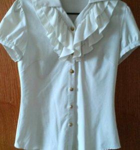 Блузка кремого цвета