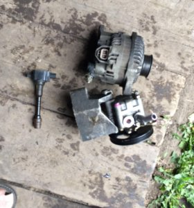 Двигатель в разборе QG15 Nissan