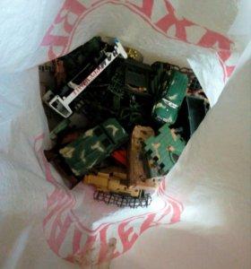 Военные игрушки , от солдатиков до сломаной техник