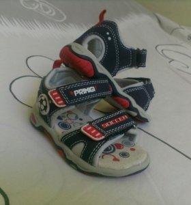 Новые ботинки (босоножки, сандалии) детские