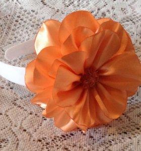 Ободок с атласным цветком