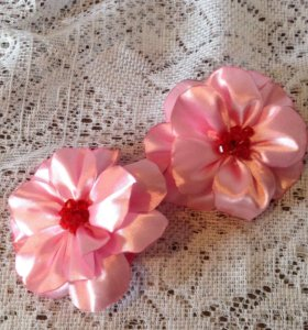 Цветочки атласные на резиночках